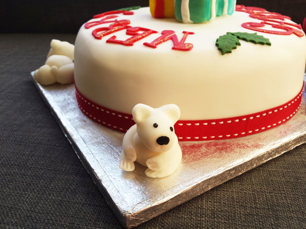 Polar Bear Sugar Modelling Christmas Cake