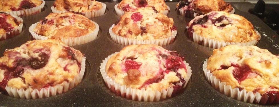 Raspberry_blueberry_white_chocolate_muffins