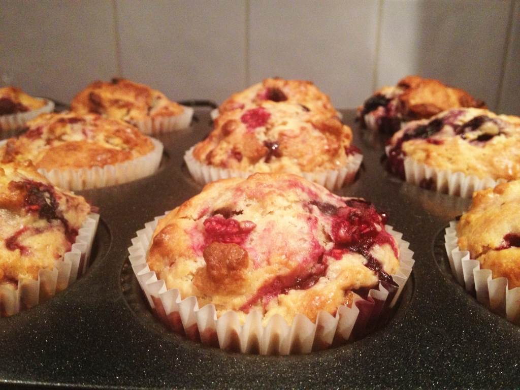 Raspberry_blueberry_white_chocolate_muffins