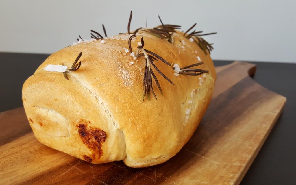 garlic_rosemary_loaf